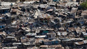 Damage in Port-au-Prince after the 2010 earthquake in Haiti (image via Wikimedia Commons)