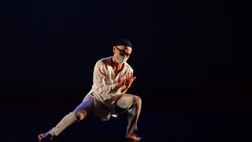 Art explored in solitude: Kun-Yang Lin meditates on aging and creativity in a rare stage appearance. (Photo by Rob Li.)