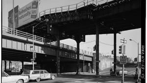 The Third Avenue El above the Cross Bronx Expressway. (Photo by Jack Boucher, Historic American Engineering Record, Library of Congress)