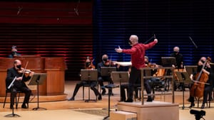 A heart-stopping theme: Yannick Nézet-Séguin with organist Paul Jacobs and members of the orchestra. (Photo by Jeff Fusco.)