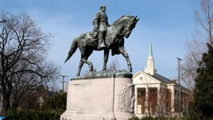 The Robert E. Lee monument in Charlottesville, Virginia. (Photo by Cville Dog, via Creative Commons/Wikimedia.)