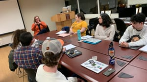 Here I am, mentoring aspiring writers in the wild: a session with journalism majors at Temple University. (Photo by Howard Shapiro.)