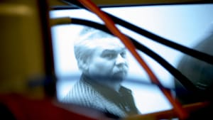 The media is complicit in Steven Avery's ordeal. (© 2016 Netflix)